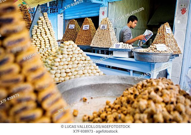 Tunez: Kairouan Medina Mohaoude pastry, in Rue Sept Novembre  Traditional Tunisian pastries