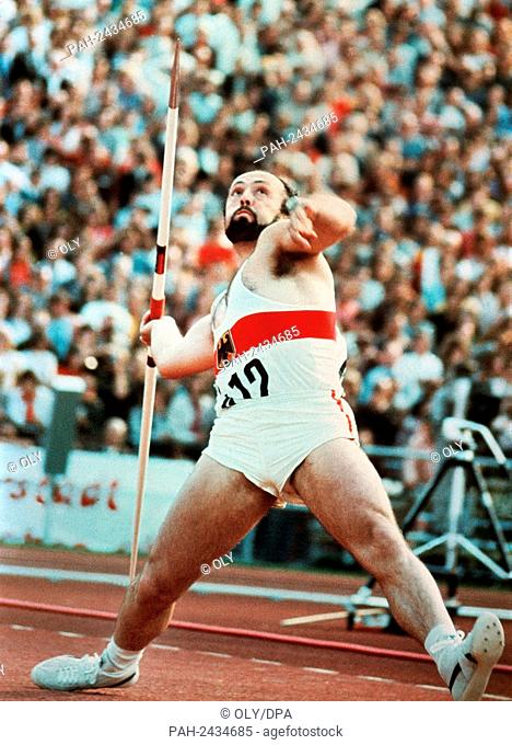 German javelin thrower Klaus Wolfermann wins the gold medal at the Olympic Games in Munich in 1972 with 90,48 metres. - München/Bayern/Germany
