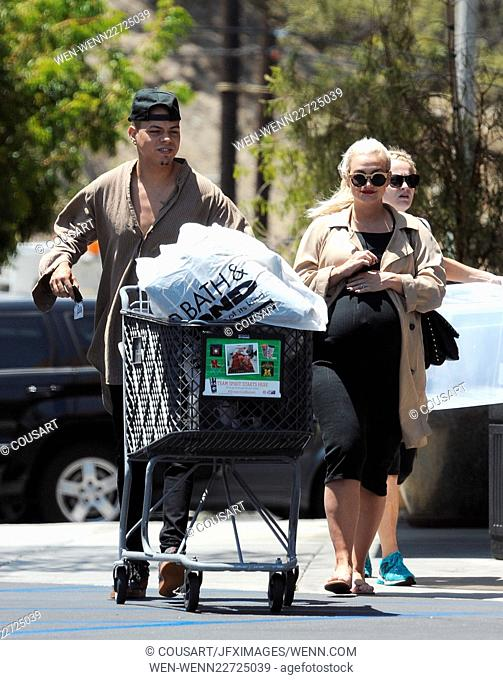 Pregnant Ashlee Simpson gets a passionate kiss from her husband Evan Ross after having lunch at Rocco's Tavern in Studio City