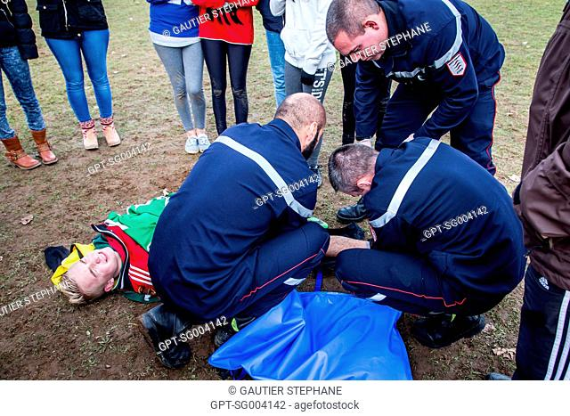 TRANSPORT OF THE VICTIM TO THE HOSPITAL, SPORTS ACCIDENT AT A HIGH SCHOOL, EMERGENCY ASSISTANCE, SAINT AMAND MONTROND , CHER (18), FRANCE