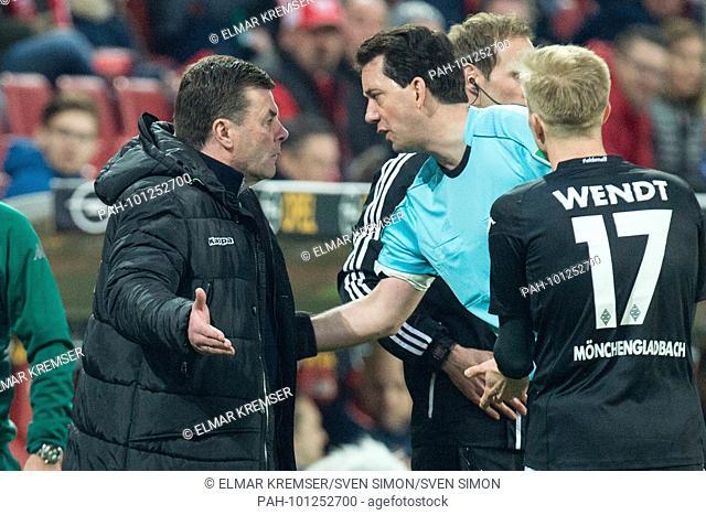 coach Dieter HECKING (li., MG) diskutiert with referee Manuel GRAEFE (Gr-fe), reden, redend, Diskusison, halbe Figur, Halbfigur, gesture, gesture