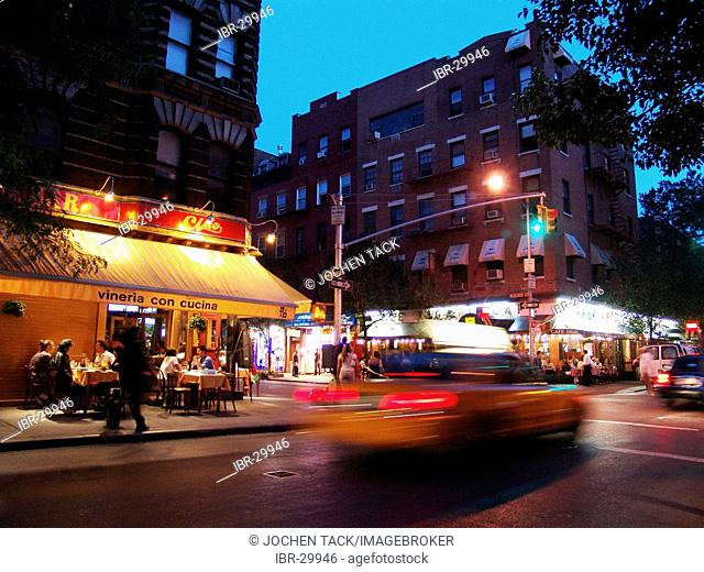 USA, United States of America, New York City: West Village, shops and restaurants on Macdougal street, corner of Bleecker Street