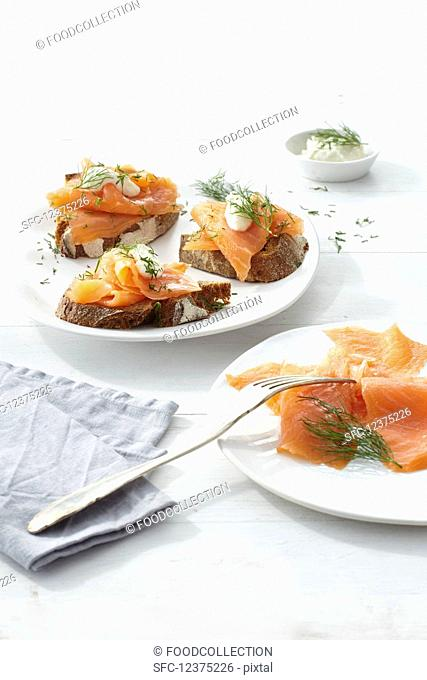 Brown bread with salmon, creamy horseradish sauce and dill