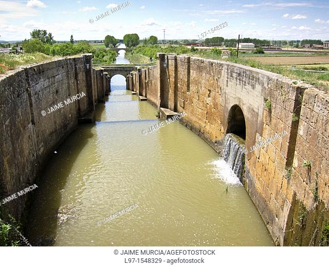 A boating lock on the Canal de Castilla, town of Fromista