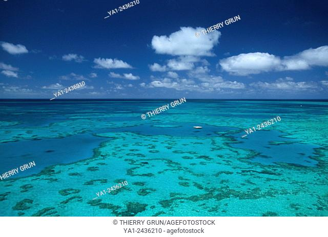 Australia, Queensland, north of Whitsunday islands, Greef barrier reef, Hardy reef aerial view