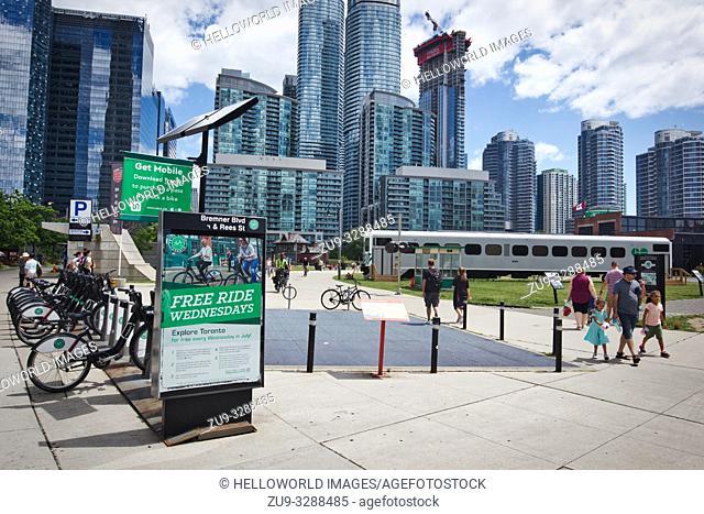 Toronto bike share free ride wednesdays and skyscrapers, toronto, canada