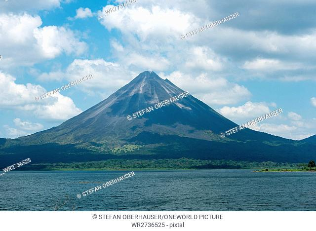 Costa Rica, Alajuela, El Castillo, view over the Arenal lake to the volcano Arenal