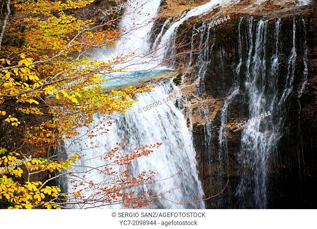 estrecho waterfall