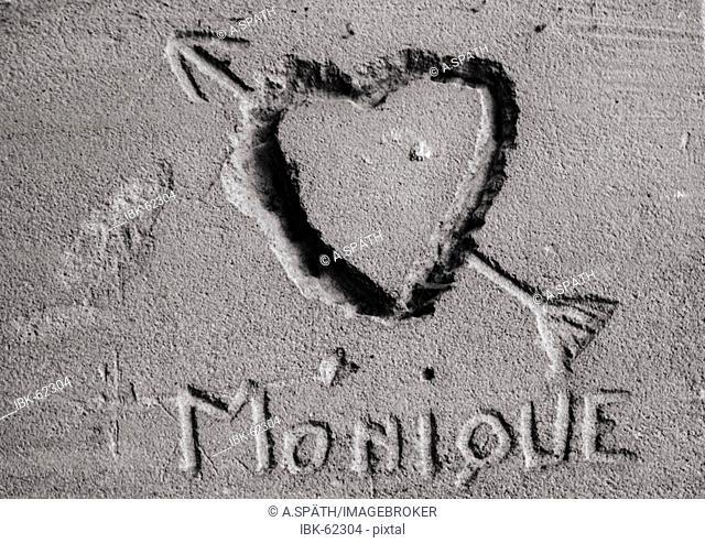 Paris/Ile de France, FRA, France: Declaration of love for a woman written in stone