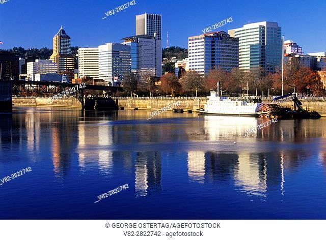 Downtown view across Willamette River, Vera Katz Eastbank Esplanade, Portland, Oregon