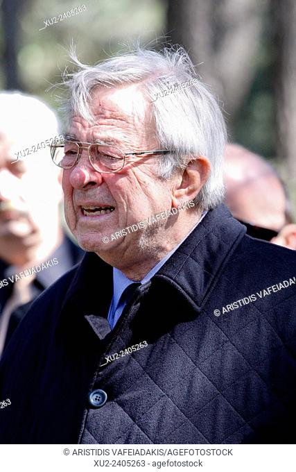 King CONSTANTINE was moved at the ceremony. The annual memorial service in honour of King Pavlos and Queen Frederika was held earlier today at Tatoi cemetery