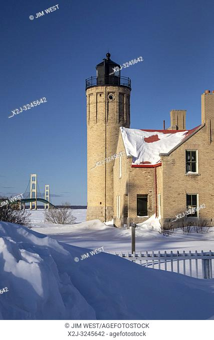 Mackinaw City, Michigan - The Old Mackinac Point Lighthouse at the Straits of Mackinac. The lighthouse operated from 1890 until the Mackinac Bridge opened in...