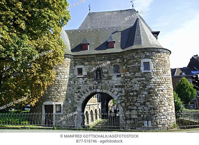 Germany, North Rhine-Westphalia, Aachen, Ponttor with Heilig-Kreuz-Church. Pont Gate was part of the historical city fortifications and was built around the...