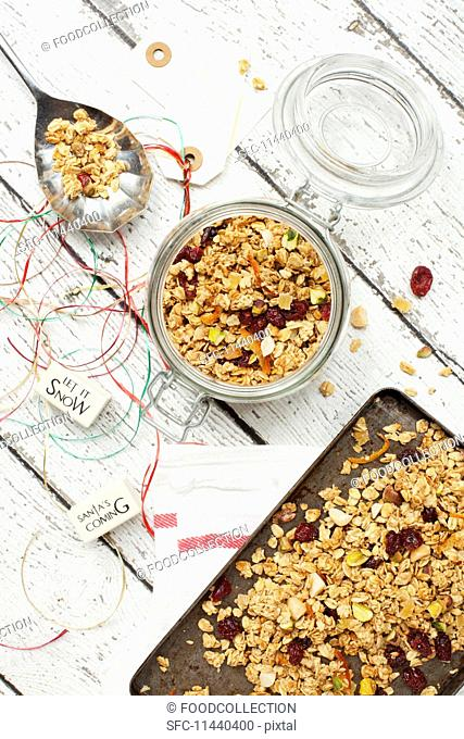 Muesli with marmalade and ginger as a gift