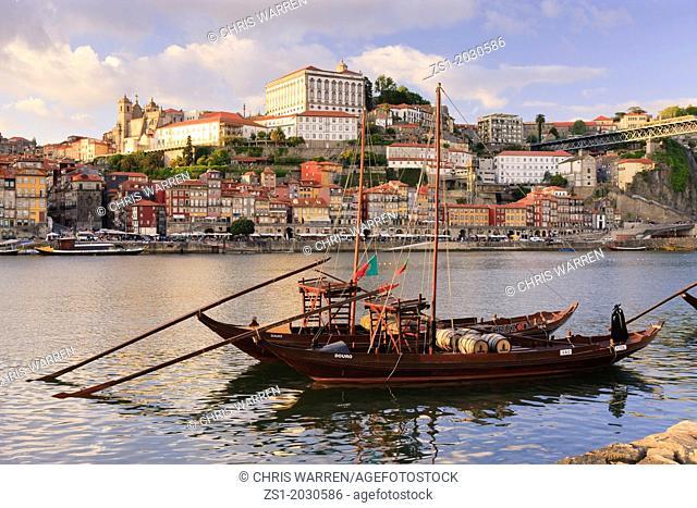 Cais Dos Barcos Rabelos Rio Douro Cais da Ribeira Porto Portugal.1015