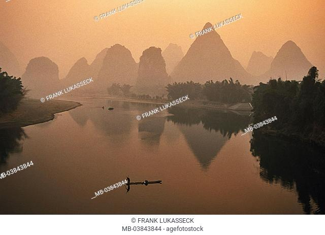China, Guangxi, Yangshuo, Li Jiang, fisher-boat, mountains, evening-mood, Asia, Eastern Asia, Karstkegelberge, Karstberge, mountains, rock-formations, Li river