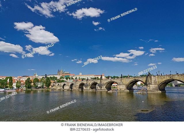Karluv most, Charles Bridge, across the Vltava river, Prague, Czech Republic, Europe