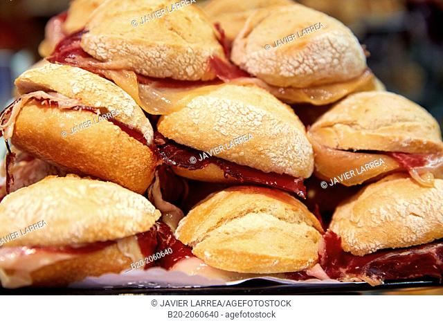 Ham sandwiches at Bar Txondorra in ol town, Donostia (San Sebastian), Gipuzkoa, Basque Country, Spain