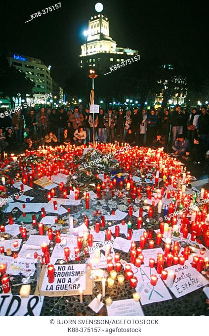 Manifestation of solidarity and against terror after attack in Madrid, 03.11.04. Barcelona. Spain