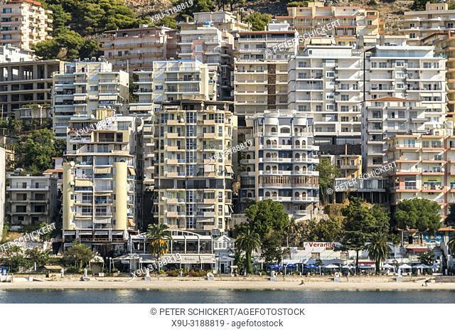Wohnblocks in Saranda, Albanien, Europa | city view with blocks of flats, Sarande, Albania, Europe