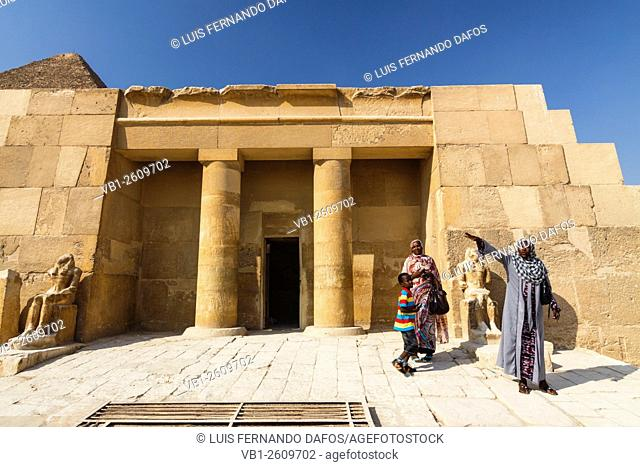 Nubian women by the Mortuary Temple and Great Pyramid of Giza. Cairo, Egypt