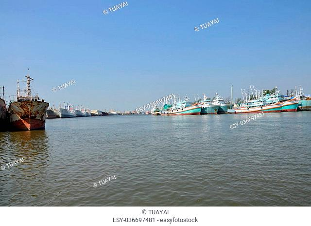 Ship and boat stop at Tha Chalom harbour in Mahachai Pier on January 1, 2016 in Samut sakhon, Thailand