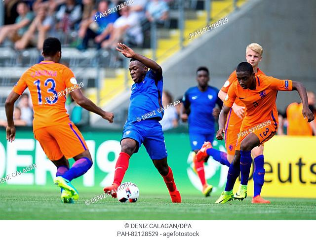 France's Jeando Fuchs (M) in a dual with Netherland's Jurich Carolina (l) and Pablo Rosario (r) during the match of the Preliminary Round, Group B
