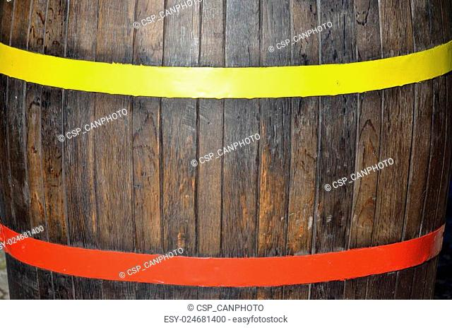 Barrel with yellow and red ring