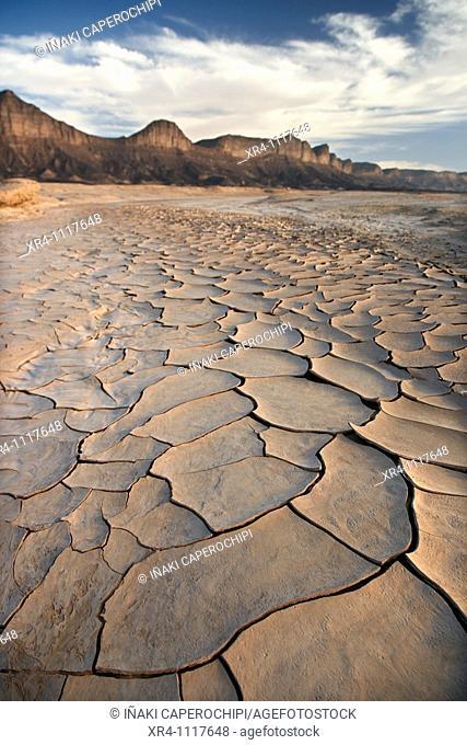 Cracked mud, Ghat, Libia