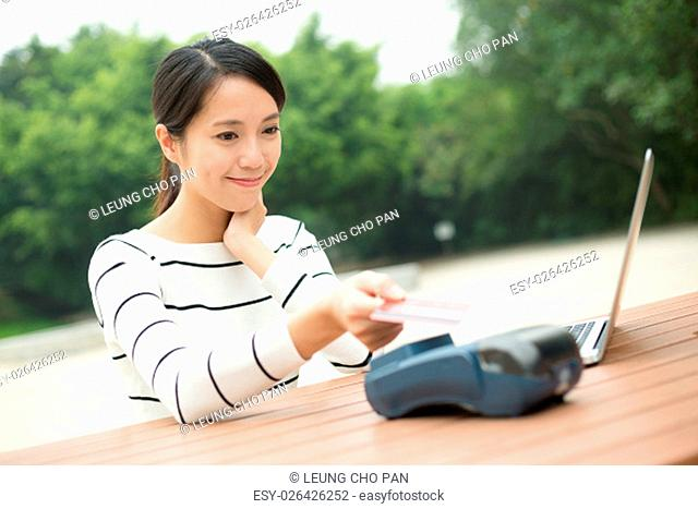 Woman pay with credit card