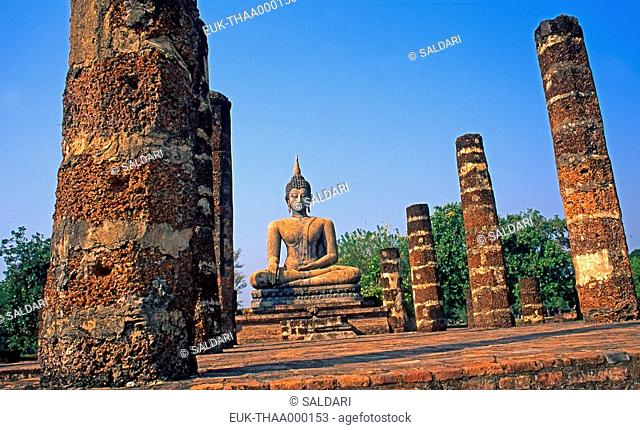 Sitting Buddha statue,Wat Mahathat, archaeological park of Sukhothaï, Thailand