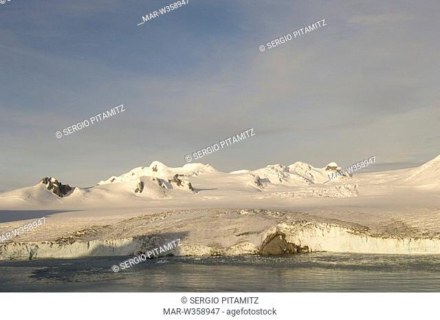 Antarctica, South Shetlands Islands, Livingston Island, False Bay, Helicopter flight on Huntress Glacier