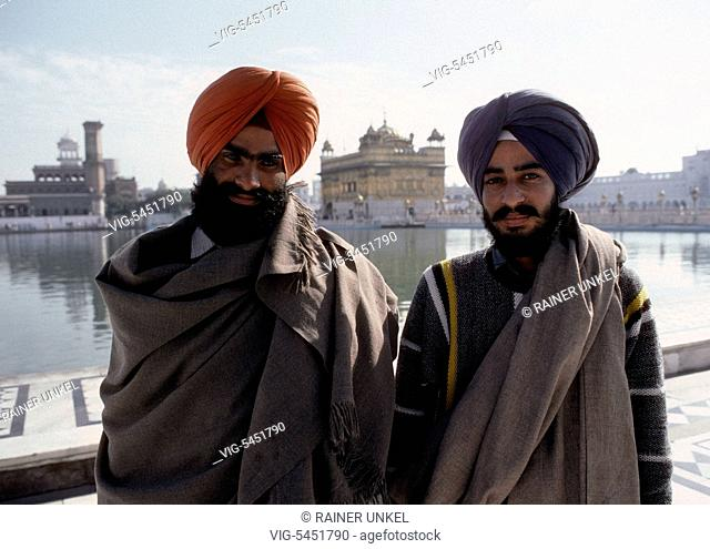 IND , INDIA : Two friends in the Golden Temple of Amritsar , January 1990 - Amritsar, Punjab, India, 15/01/1990