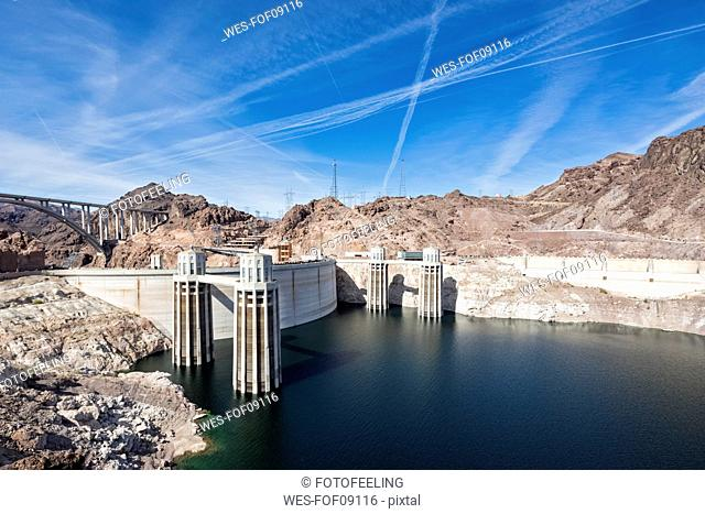 USA, Nevada, Arizona, Lake Mead, Colorado River, Hoover Dam, penstock towers