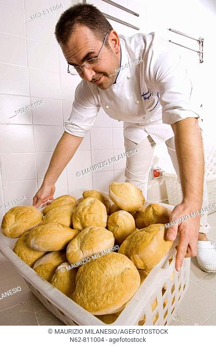 Baker that collects in a basket on freshly baked bread