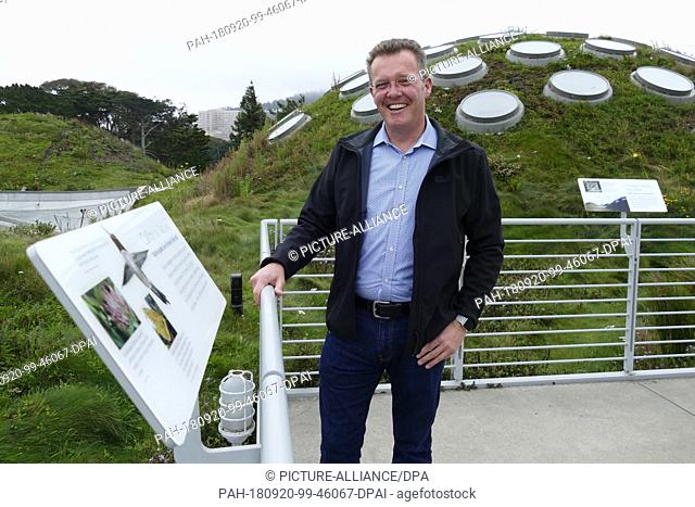 05 September 2018, US, San Francisco: Scott Moran, exhibition director of the California Academy of Sciences, stands on the green roof of the museum