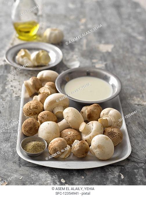 Fresh mushrooms and garlic sauce