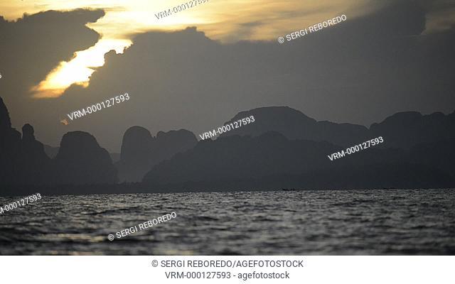 Six Senses Resort, Koh Yao Noi, Phang Nga Bay, Thailand, Asia. Boat for Sunrise Picnic breakfast on a deserted Island in Koh Hong archipelago