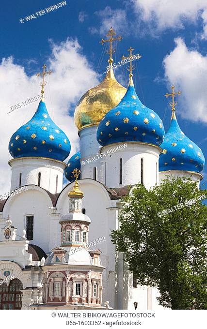 Russia, Moscow Oblast, Golden Ring, Sergiev Posad, Trinity Monastery of Saint Sergius, domes of the Cathedral of the Assumption
