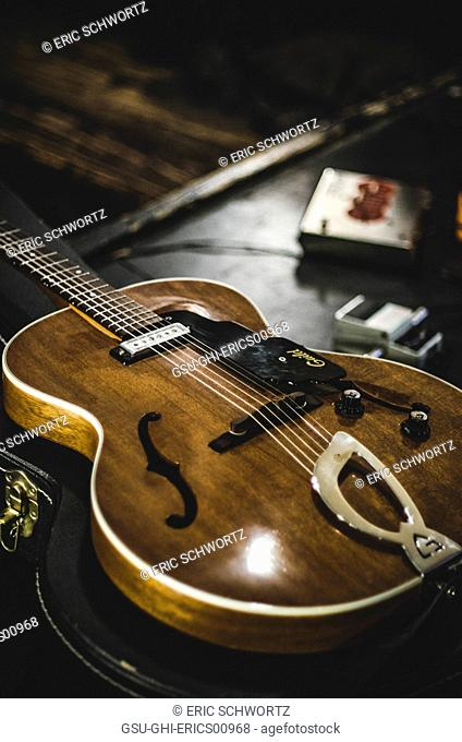 Semi-Hollow Electric Guitar