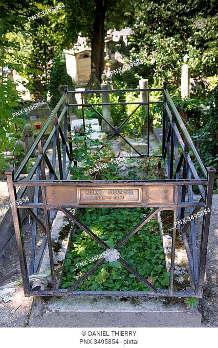 France, Paris 20th district. Pere Lachaise cemetery. Vegetable grave of Pierre Desproges (1939-1988)