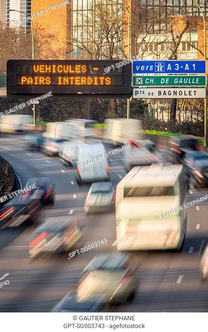 ALTERNATE DAY DRIVING, POLLUTION ALERT IN PARIS, (75) PARIS, ILE-DE-FRANCE, FRANCE
