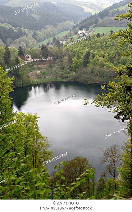 Dauner Maare, GemÆ'ndener Maar, Daun, Eifel, Rhineland-Palatinate, Rheinland-Pfalz, Germany, Europe