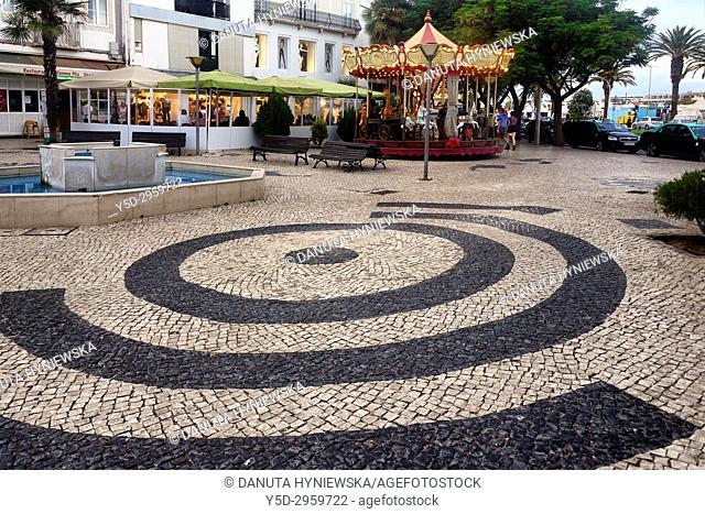 Calçada portuguesa in foreground, Rua da Porta de Portugal, old town of Lagos, Algarve, Portugal, Europe