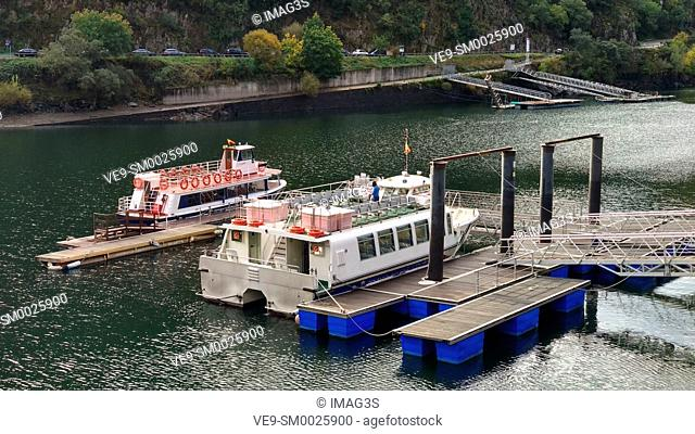 Doade pier, Sil River Canyon in the Ribeira Sacra, between Ourense and Lugo provinces, Galicia, Spain