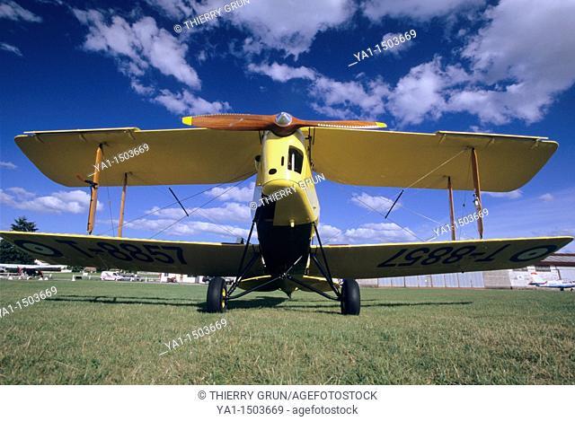 Old British trainer biplane De Havilland DH-82a Tiger Moth