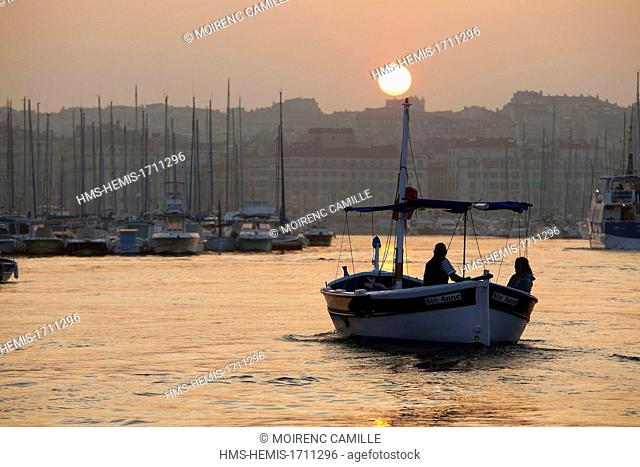 France, Bouches du Rhone, Marseille, Vieux Port, ride with sharp Localanque