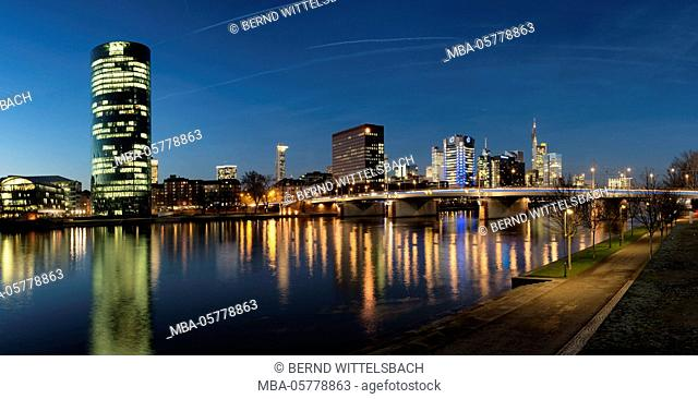 Germany, Hessen, Frankfurt on the Main, Westhafen with the Westhafen Tower and the skyline