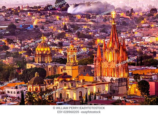 San Miguel de Allende, Mexico, Miramar, Overlook Parroquia Archangel Church Close Up, Churches Houses