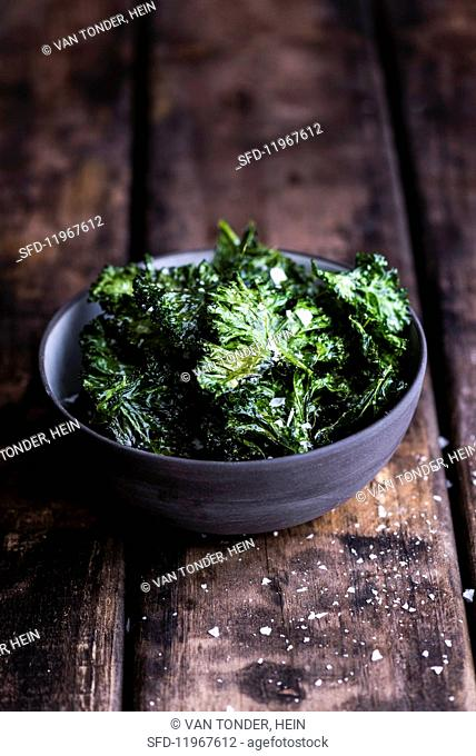 Kale chips with salt